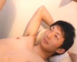 【ゲイ動画 redtube】アナルセックス初体験のスジ筋イケメン、まさかのトコロテンでスタッフもびっくりwwガン掘りされてイキ狂い最後は放心状態・・・