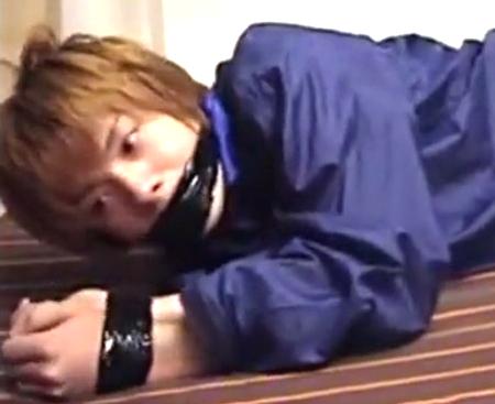 【無修正ゲイ動画】ジャニ系イケメンが塾の帰りにストーカーに拉致監禁されて自宅でケツ穴ガバガバになるまでレイプされ続けた1週間の犯行記録・・・