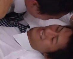 マッサージをしてくれていた同僚がじゃれてキスしたと思ったら兜合わせされてしまうイケメンリーマン