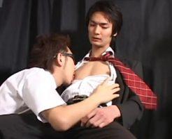 【ゲイ動画 pornhub】イケメンサラリーマンのちんこを兄貴がしゃぶりまくって大量射精