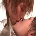 【ゲイ動画 xvideos】制服姿で絡み合う。ケツ穴の奥まで舌を入れ中を唾液で濡らしたら後はちんこを入れるだけ!w