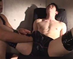【ゲイ動画 pornhub】感度抜群のM気質イケメン。拘束され手コキアナル指入れフェラ・・・その全てに身体をくねらせ反応しちゃうw