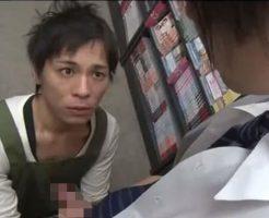 【ゲイ動画 xvideos】他のお客さん来たら不味いですよ・・・レンタルビデオ屋で制服姿のイケメンが店員にされ放題w