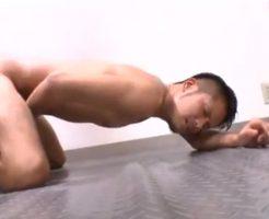 【ゲイ動画 xvideos】ジムでの過酷のチントレ。気持ち良さにトレーニングが止まらないやめられない・・・w