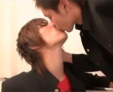 【ゲイ動画 pornhub】権力によって脅され逆らえない先生と組み、意中の男子とセックスに事を運んでしまうw