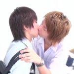 【ゲイ動画 】放課後、仲良く話す学生二人。ノンケの彼に強引な方法で想いを伝えちゃう。初々しい絡みにちんピクBLファック!
