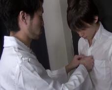 【ゲイ動画】インポの疑いで医師に相談する彼。一風変わった治療でたちまち元気にw壁ドンに乳首責め、フェラにアナルファック。インポの疑いは何処へ!?w