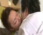 イケメンリーマンの激しいアナルファック動画!!苦しそうな顔をしながらも、しっかりちんこをケツ穴で咥えこむ!www【ゲイ動画】