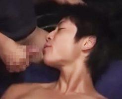 【無修正ゲイ動画 xvideos】あぁぁぁぁ後ろから突かれてアナルでイっちゃう!スポメンのショタ顔スジ筋少年が激しく掘られるゲイセックス!