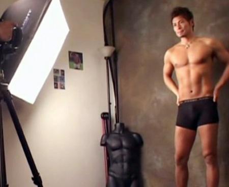 【ゲイ動画 pornhub】下着モデルで呼んだイケメンモデルを撮影!良い仕事があると説得しゲイビデオに出演させるw