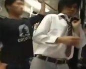 狙われたイケメン高校生がお金を握らされて大胆に痴漢…されるがままに感じまくり!