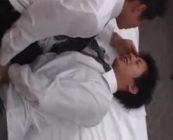 スーツ姿のイケメンリーマンが、ベッドの上で絡み合う。半脱ぎの状態でたっぷりと舐め、ちんこを挿入ガン堀セックス!!【ゲイ動画】