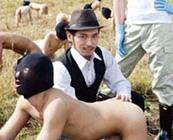 伝説のゲイ男優、真崎航の代表作『ゲイミルク牧場』フルバージョン公開!ノンケが搾り出す精子牛乳を搾乳せよ!【ゲイ動画】
